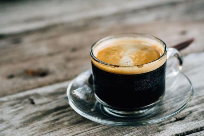 Caffe Americano in einer Tasse