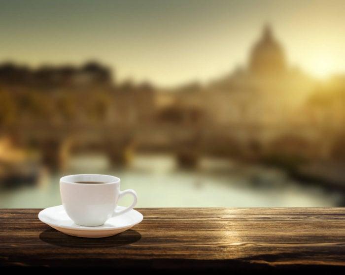 Kaffee vor Petersdom in Rom
