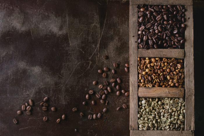 Kaffeebohnen verschiedener Röstungsstufen