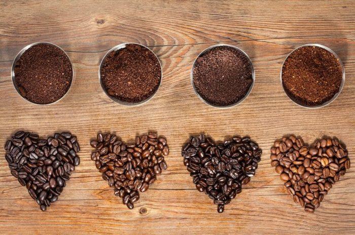 Kaffee in ganzen Bohnen und gemahlen