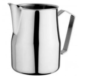 Milchkännchen für die Latte Art Zubereitung