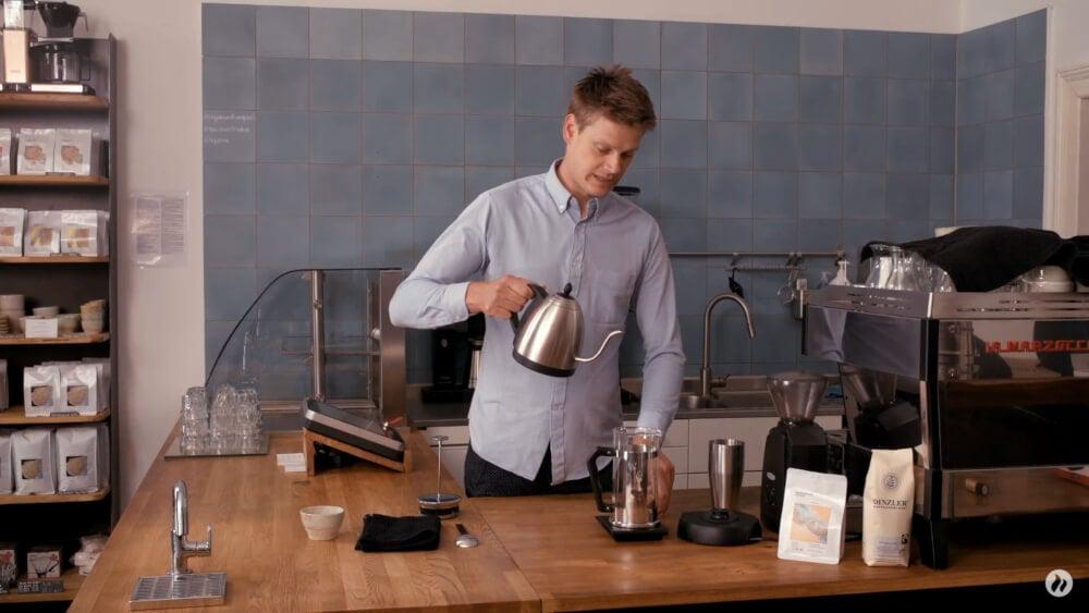 French Press Kaffee zubereiten Schritt 1