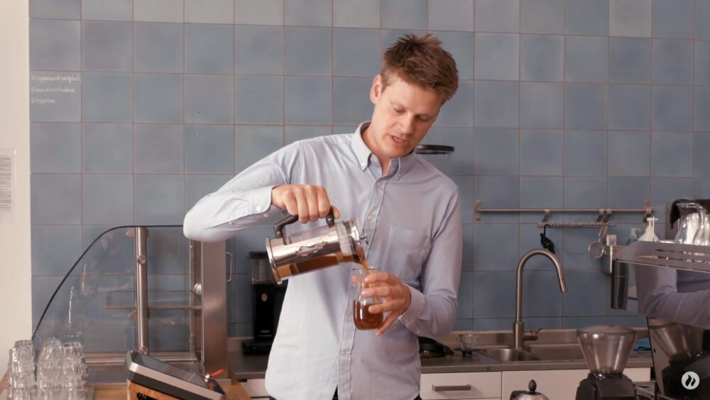 French Press Kaffee zubereiten Schritt 2