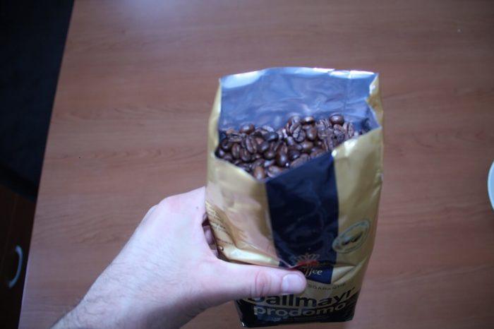 Dallmayr Prodomo Verpackung in der Hand