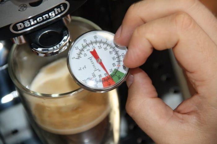 Delonghi Kaffeemaschine Mahlwerk Einstellen : Delonghi magnifica s ecam 22.100b kaffeevollautomat im test roast