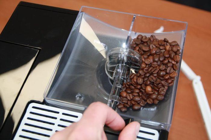 Melitta Caffeo CI Bohnenbehaelter gefuellt von oben