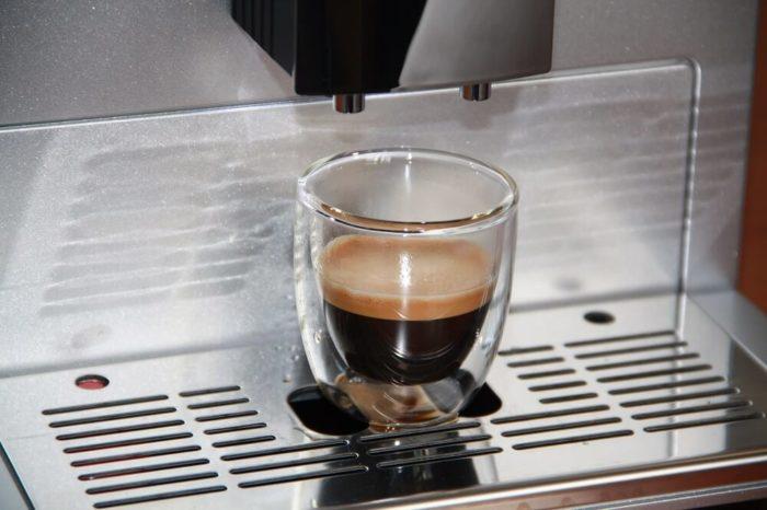 Melitta Caffeo CI Kaffeeauslauf und frisch zubereiteter Espresso