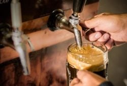 nitro-kaffee-zapfanlage-Bierglas
