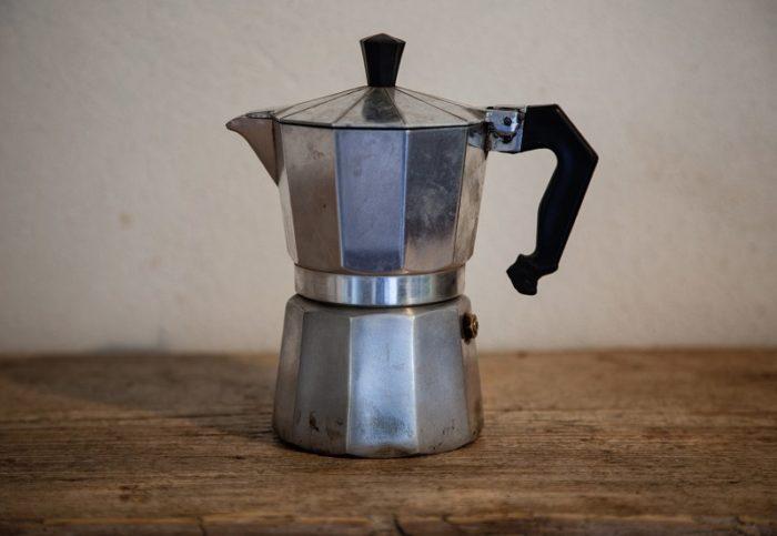 Bialetti Moka Espressokocher auf einem Tisch
