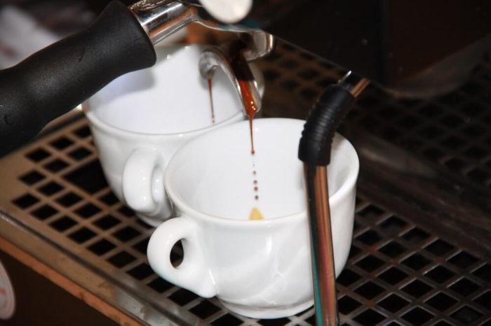 Illy Espresso-Röstung-N Zubereitung im Siebträger