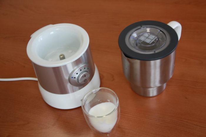 Milchschäumer Test Severin Hauptbestandteile nebeneinander
