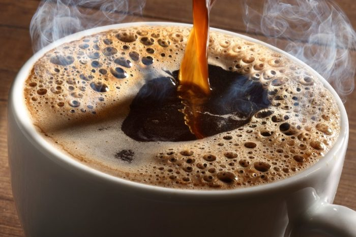 Frisch gebrühte Tasse Filterkaffee