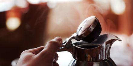 Kaffeekanne mit heißem Kaffee