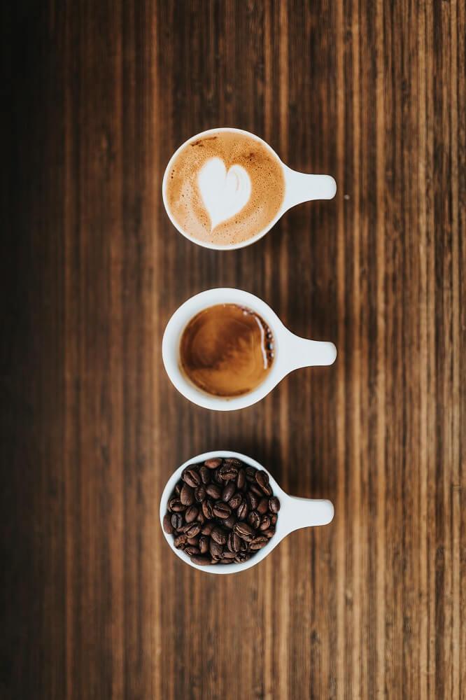 Espressoröstung von Bohne zu Getränk