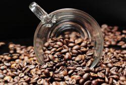 Kaffee und Spirituosen