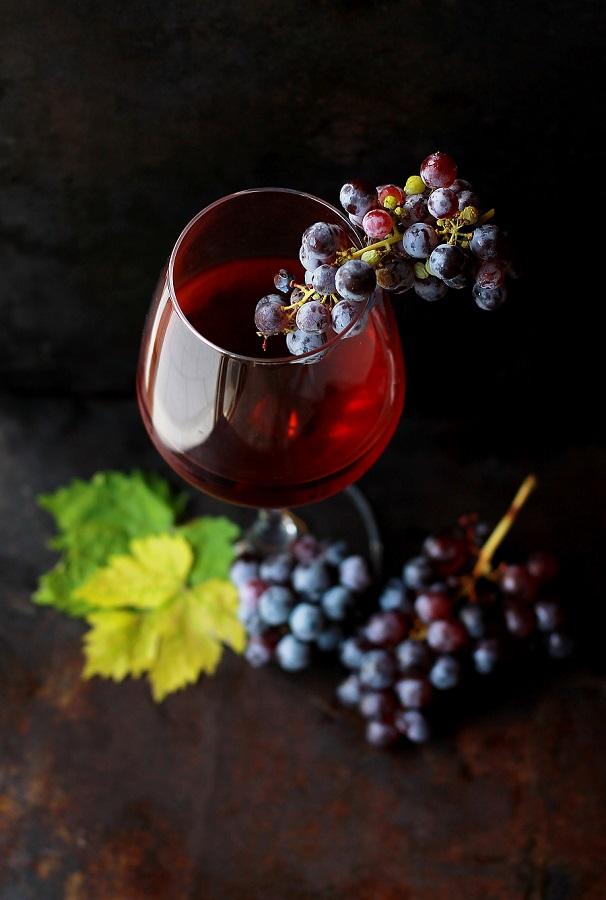 Rotwein_mit-trauben