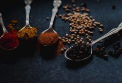 Gewürze im Chai Latte