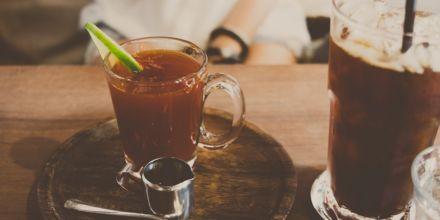 Kaffee mit Alkohol im Glas