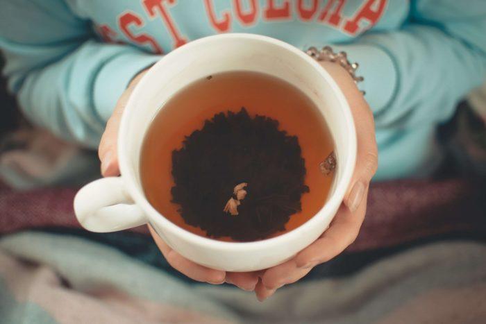 volle Teetasse