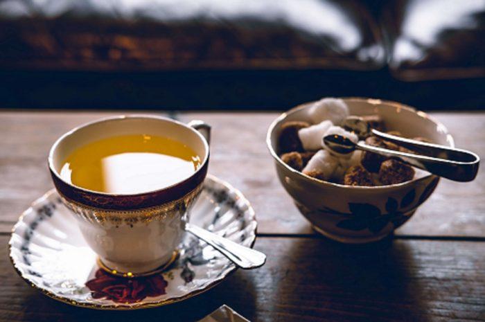 Teetasse mit Zucker