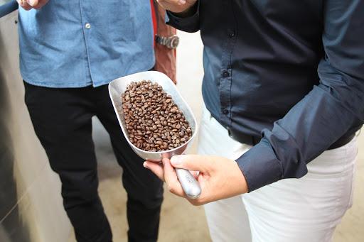 Schippe mit Kaffeebohnen von Mocambo