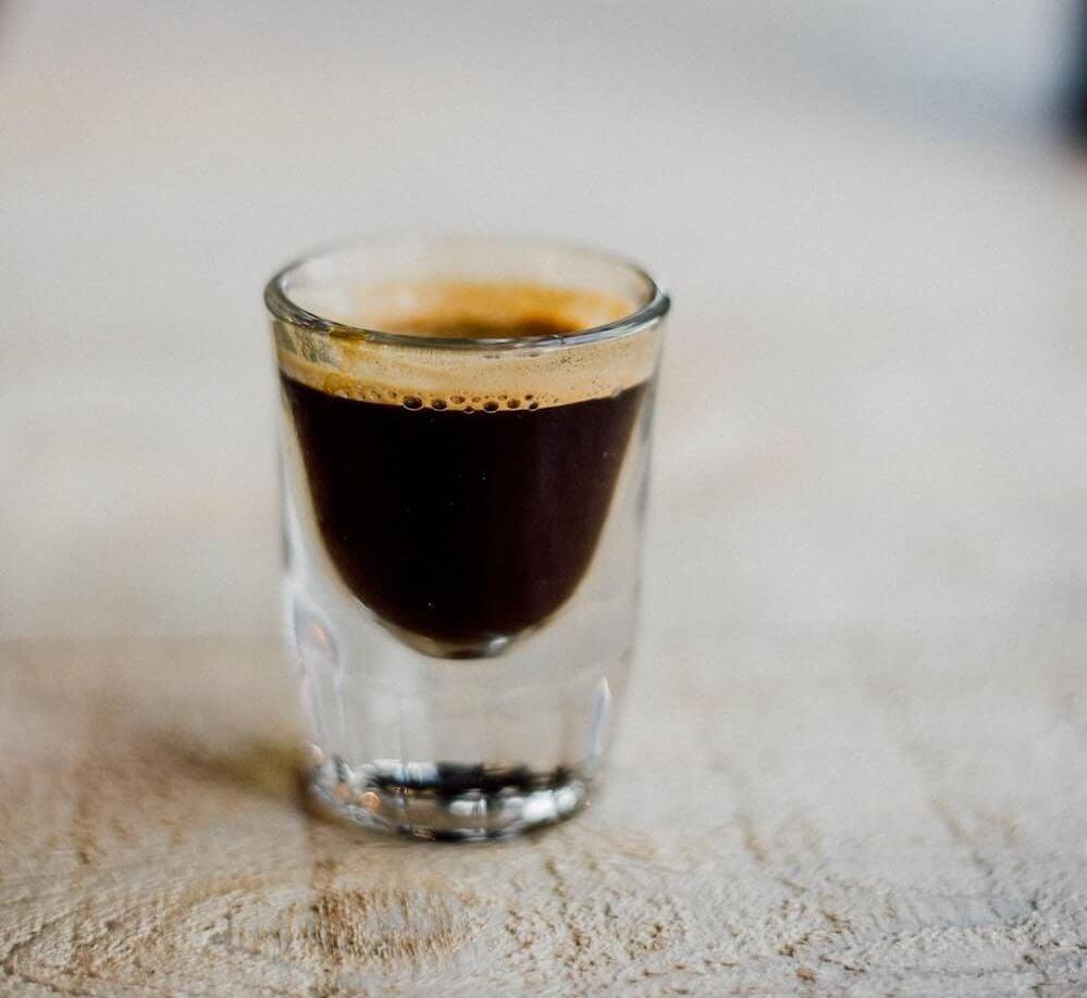 Klassischer Espresso in Glas