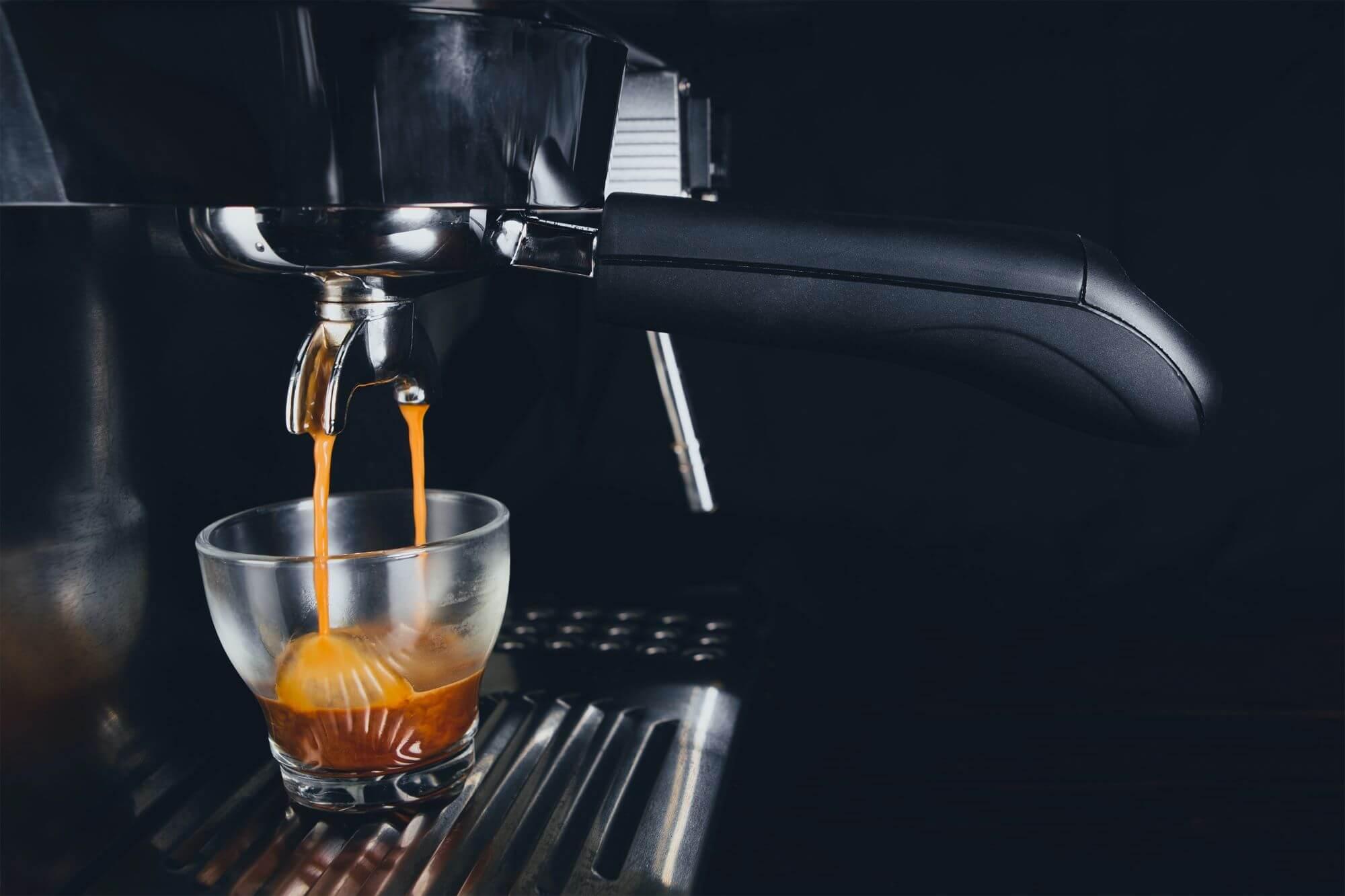 Siebträgermaschine Zweikreiser: Zubereitung von Espresso