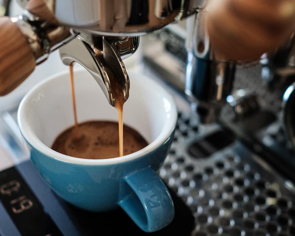 Espresso aus Dual Boiler Siebträger in Tasse