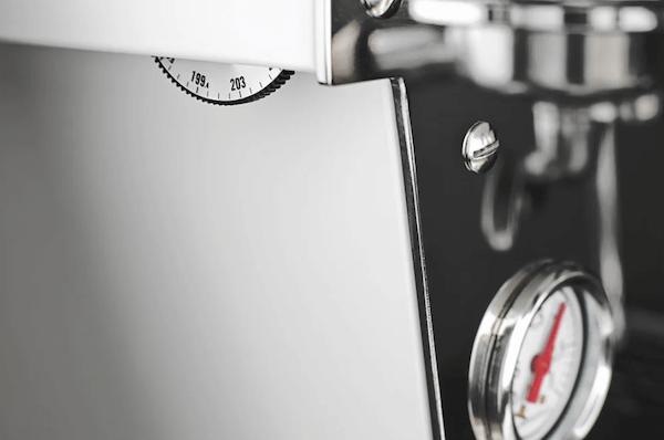 Temperaturregelung Manometer bei der La Marzocco Dual Boiler Siebträgermaschine