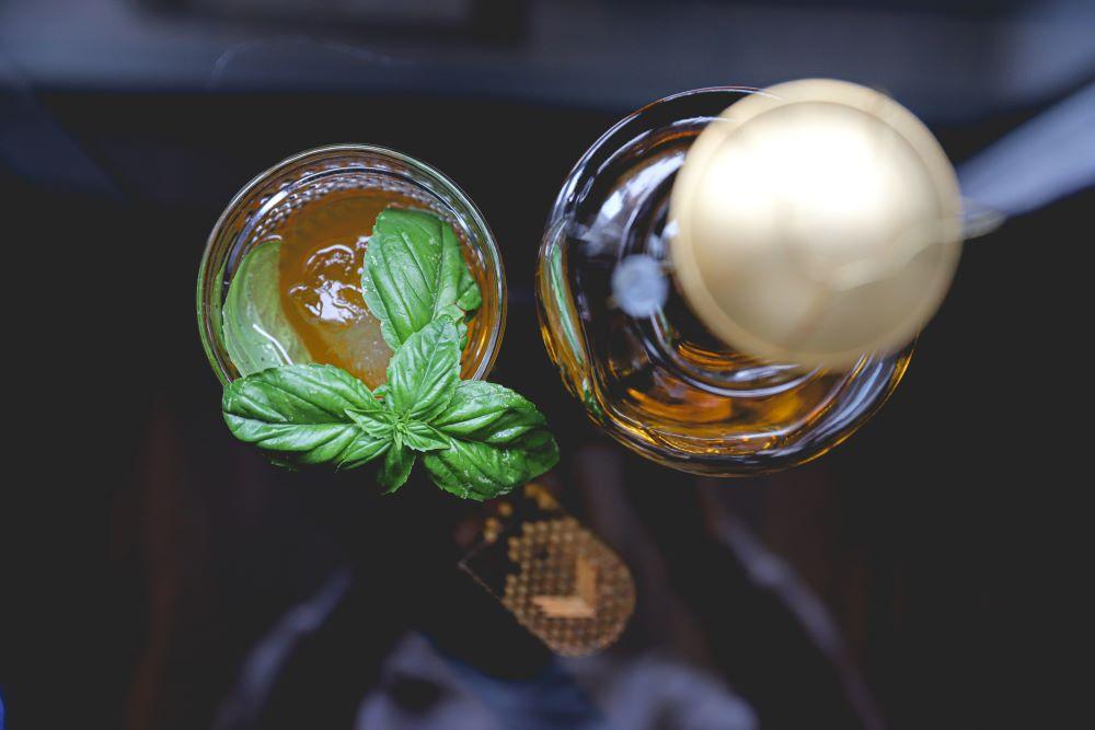 Alkoholfreie Kaffee-Cocktails mit Minze