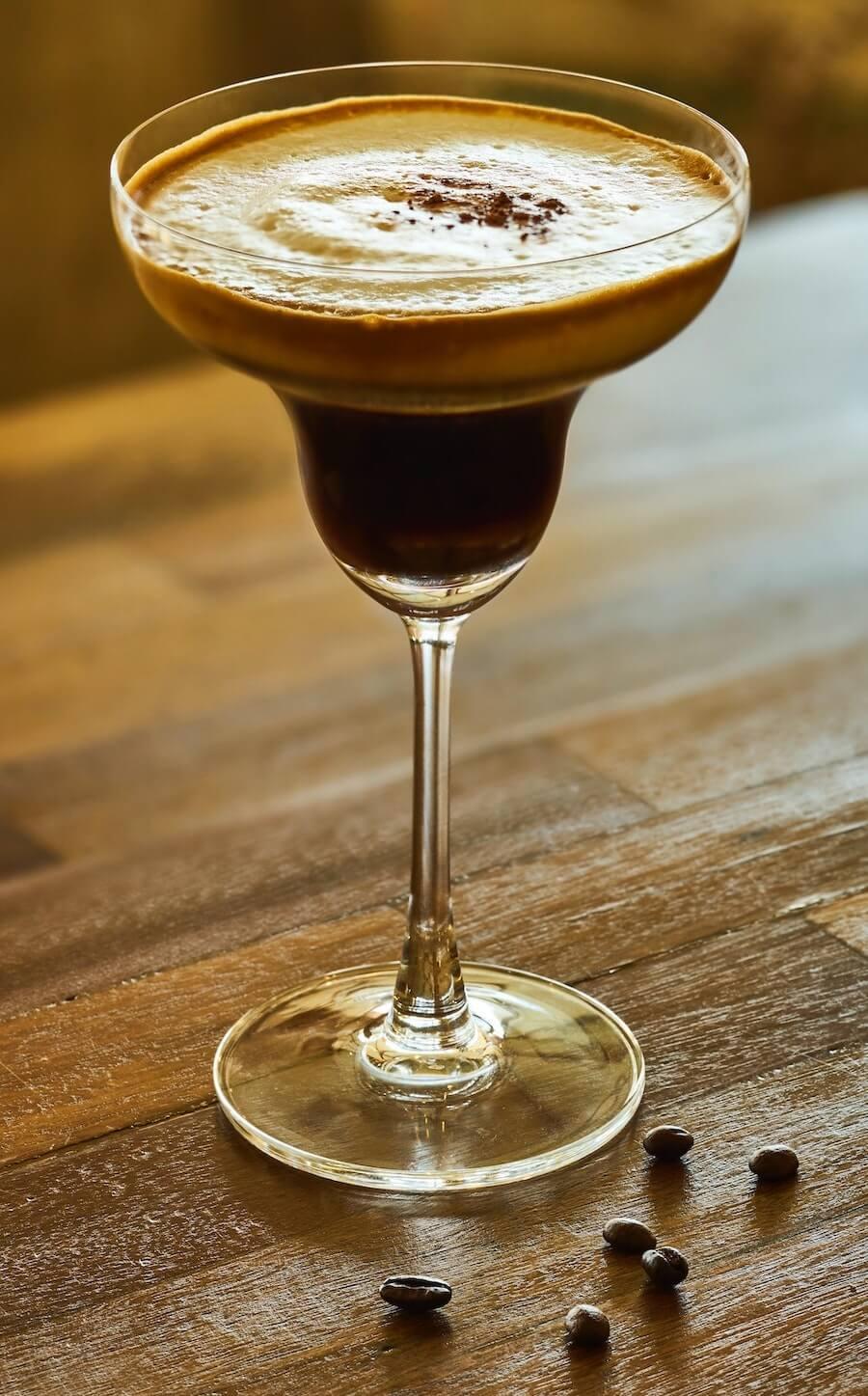 Espresso Martini mit fluffigem Schaum