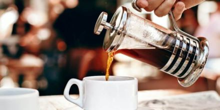 French Press Kaffee in Tasse