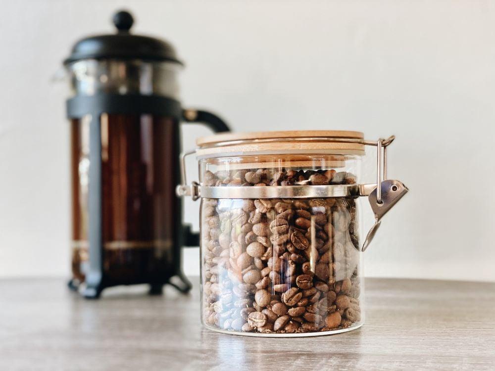 French Press Kaffee und Kaffeebohnen