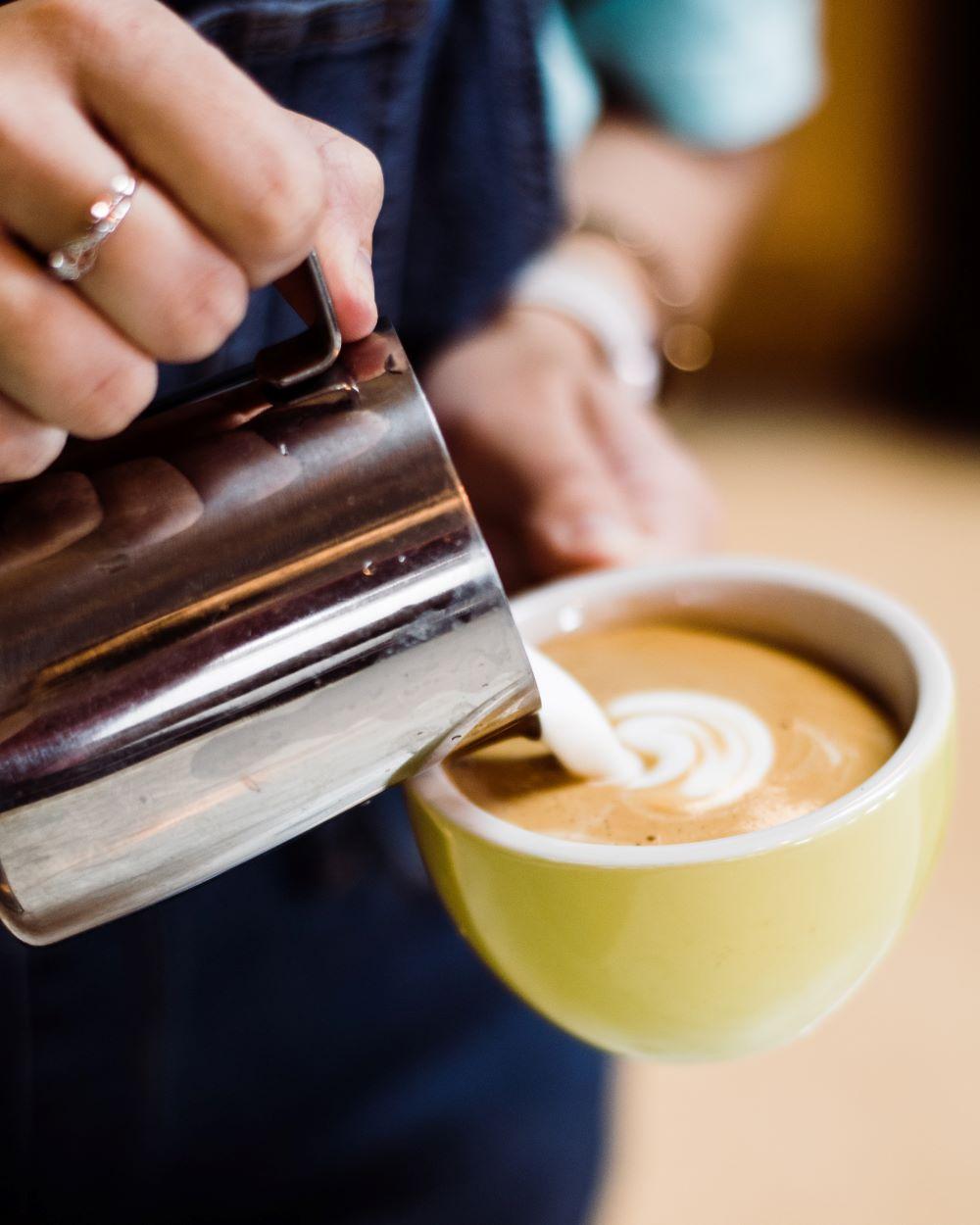 Latte Art bei Cappuccino Zubereitung